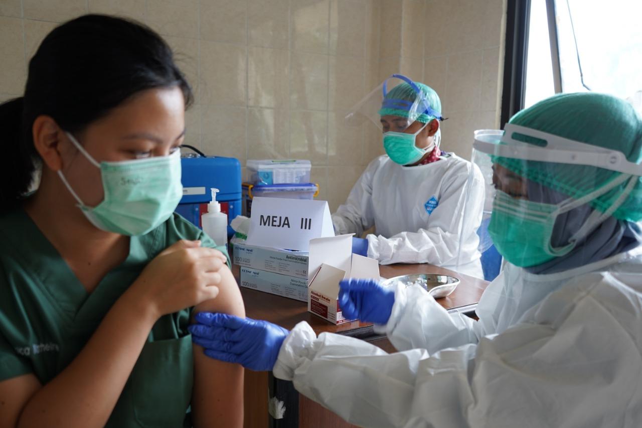 Webinar Vaksin Ketiga Untuk Tenaga Kesehatan