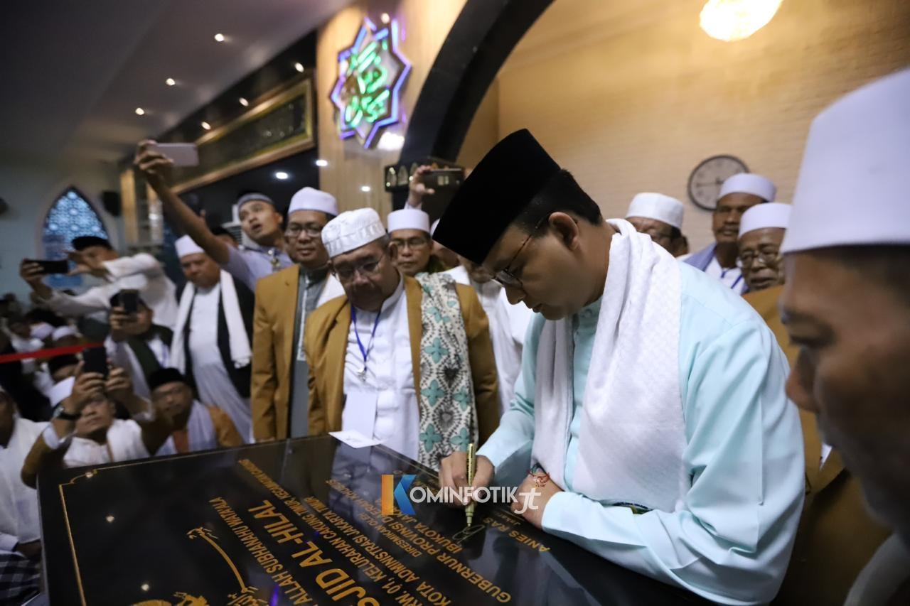 Gubernur DKI Hadiri Subuh Gabungan Di Masjid Al Hilal Cakung