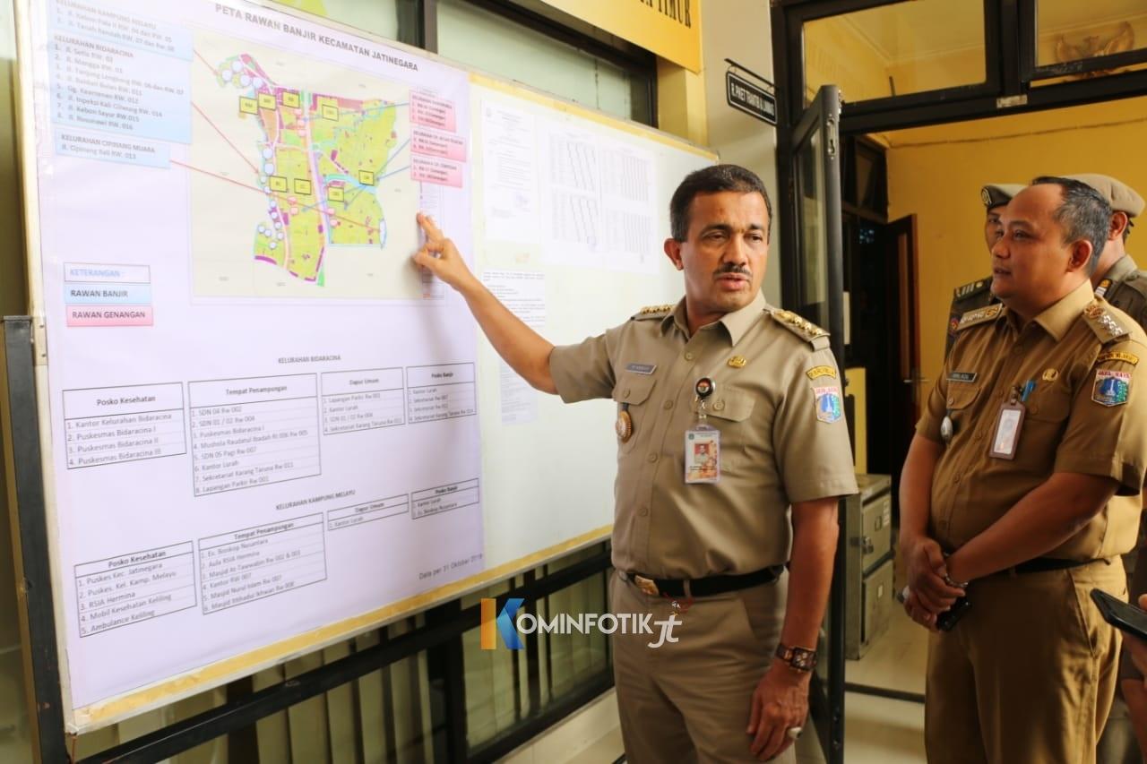 Walikota Jakarta Timur Mengecek Kesiapan Kecamatan Jatinegara Hadapi Banjir