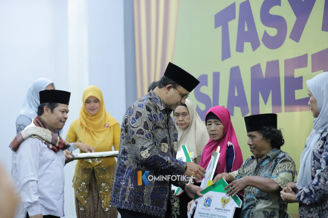 Pemberian Kunci Hasil Bedah Rumah Warga Jakarta Timur