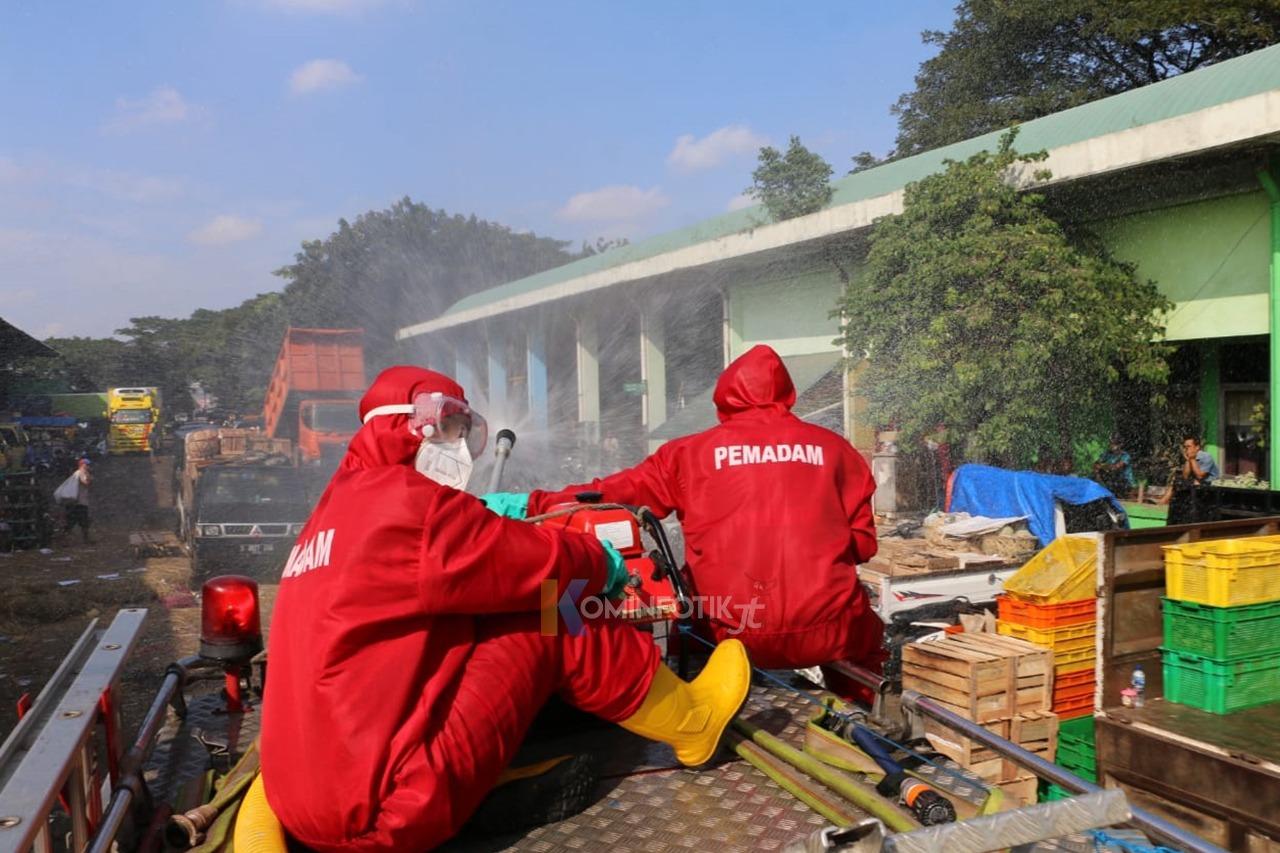 Penyemprotan Disinfektan Di Pasar Induk Kramat Jati