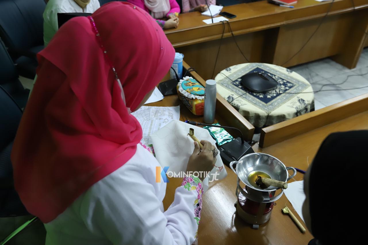 Persiapan Acara Mencanting Batik Menuju Rekor MURI