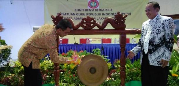 Wali Kota Buka Konferensi Kerja Ke-3 PGRI Kota Jaktim Masa Bhakti XXI