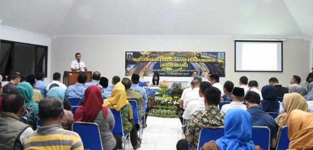 Walikota Kota Administrasi Jakarta Timur M. Anwar Memimpin Kegiatan Musyawarah Perencanaan Pembangunan (Musrenbang) Tingkat Kelurahan