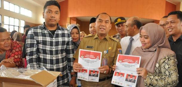 Wakil Walikota Kota Administrasi Jakarta Timur Menghadiri Peluncuran Momen Penyortiran Sekaligus Pelipatan Surat Suara Pemilu 2019