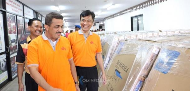 Pemberian 75 Set Tenis Meja Kepada Kecamatan Dan Kelurahan Di Jakarta Timur
