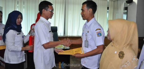 Pemberian SK Pensiun Kepada 22 ASN Jakarta Timur