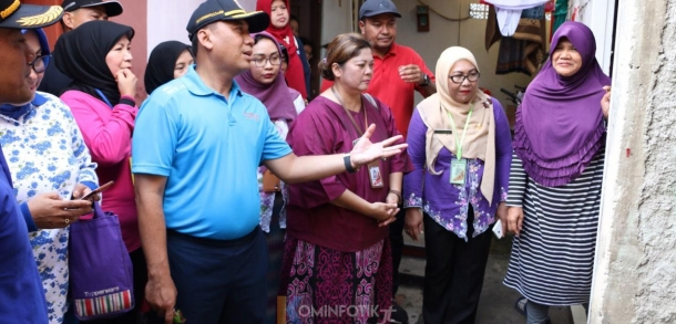 Wakil Wali Kota Bersama Kader Jumantik Di PSN RW 003 Kelurahan Kayu Manis