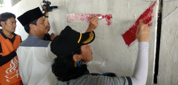 Pembuatan Mural Di Kolong Jalan Layang Jatinegara Jelang HUT DKI