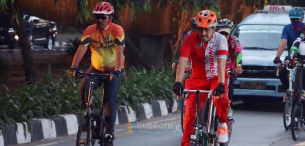 Wali Kota Bersepeda Bersama Komunitas Rombongan Timur