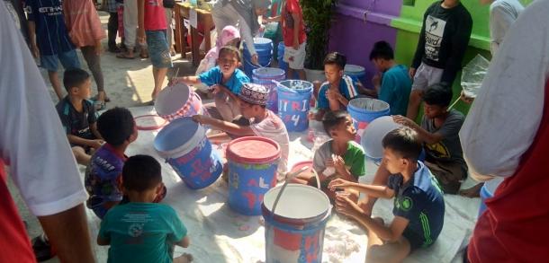 35 Anak-anak Mengikuti Lomba Melukis Wadah Bekas