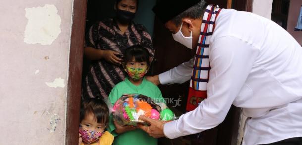 Wali Kota Jakarta Timur Serahkan APE Untuk Anak Di Wilayah Duren Sawit