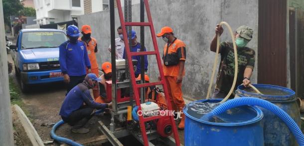 Pembuatan Sumur Resapan DiRW 10  Kelurahan Pekayon